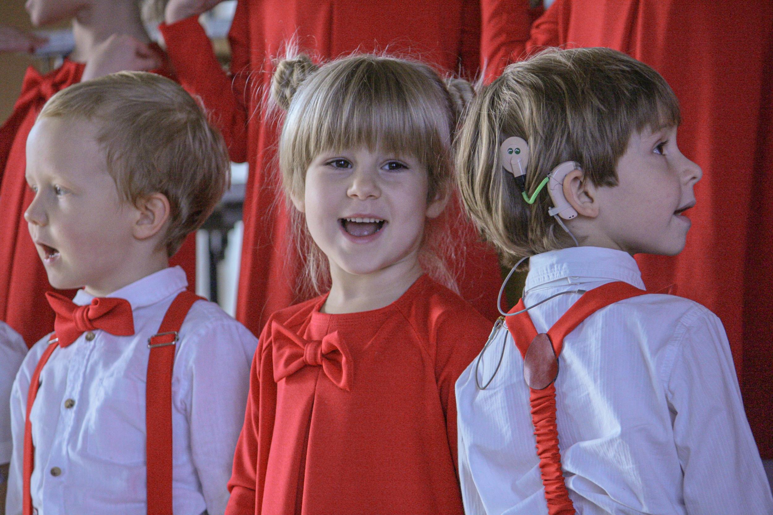 Ieva Krivickaite, Litva: Začetek, 2019, Glasbena šola Ugnele, Litva - Glasbena šola Ugnele je zasebna zborovska šola v Vilni, Litva. Najmlajši pevci v glasbeni šoli so stari tri leta, vendar že samostojno nastopajo. Šola veliko pozornosti namenja pozitivnemu pristopu k izobraževanju, saj poskuša pri učencih poleg glasbe razvijati tudi čustveno inteligenco.