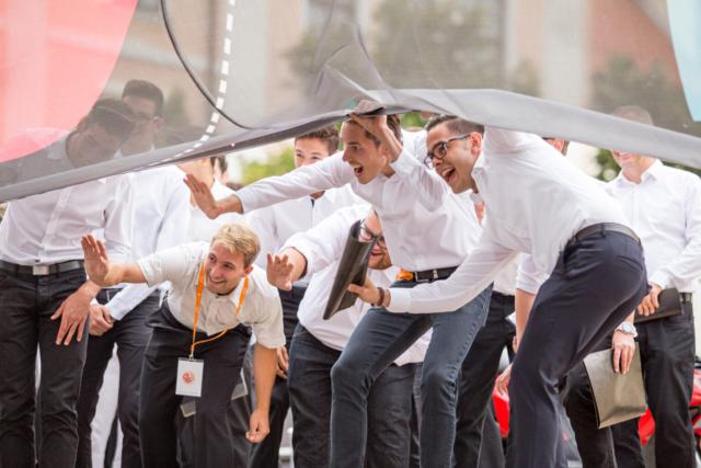 Márton Rónási, Madžarska: Kukanje, 2015, Madžarska - Mladi pevci se zabavajo z drugimi udeleženci festivala Europa Cantat v Pécsu na Madžarskem.