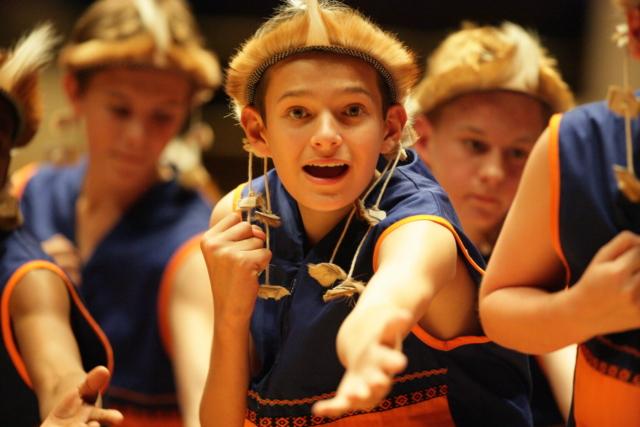 Jiyan Wang, Svetovna zveza mladinskih in otroških zborovskih umetnikov, Hongkong: Poslušajte angele peti, 2006, Otroški pevski zbor Univerze Jakaranda iz Pretorije, Južna Afrika - Nastop Otroškega pevskega zbora Univerze Jakaranda  iz Pretorije, Južna Afrika, 10. julija 2006 na Mednarodnem festivalu mladinskih in otroških pevskih zborov v Hongkongu.