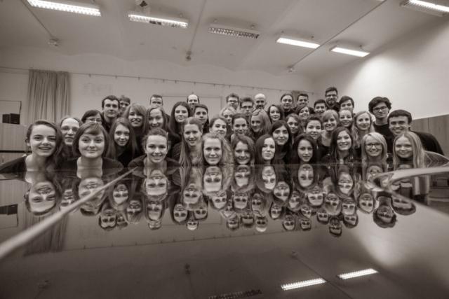 Janez Kotar, Slovenija/Slovenia: Ob klavirju, 2015, Akademski pevski zbor Tone Tomšič Univerze v Ljubljani, Slovenija / At the piano, 2015, Academic choir Tone Tomšič of the University of Ljubljana, Slovenia