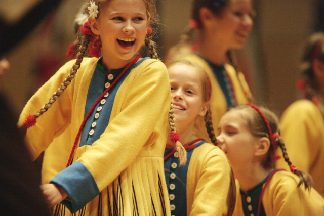 Jiyan Wang, World Youth and Children Choral Artists' Association, Hong Kong: Hear the Angels Sing, 2006, Estonian TV Young Children's Choir - Performance by Estonian TV Young Children's Choir; 12 July 2006 at the Hong Kong International Youth & Children's Choir Festival.