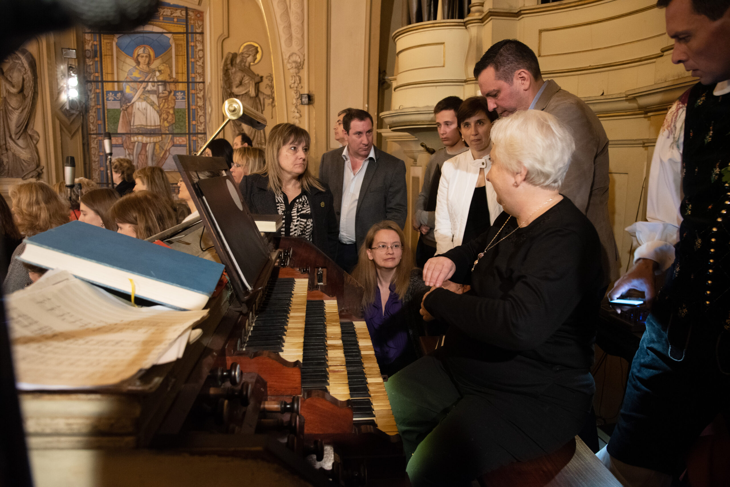 Marko Vombergar, Argentina: In the Choir During a Thanksgiving Mass, 2018, United Slovenian Choirs in Argentina - United choirs in the choir at the Buenos Aires Cathedral on 30 September 2018 on the occasion of the 70th anniversary of the arrival of Slovenians in Argentina.