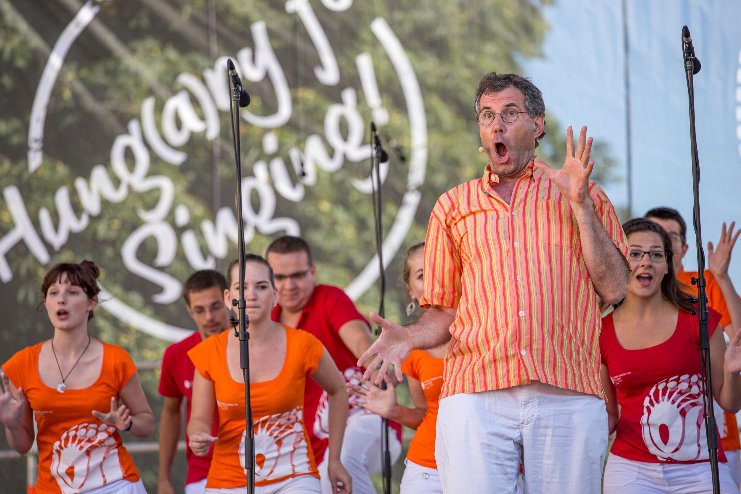 Márton Rónási, Madžarska: Hung(a)ry Singing, 2015, Madžarska - All Hung(a)ry for singing … at the Europa Cantat Festival in Pécs, Hungary.