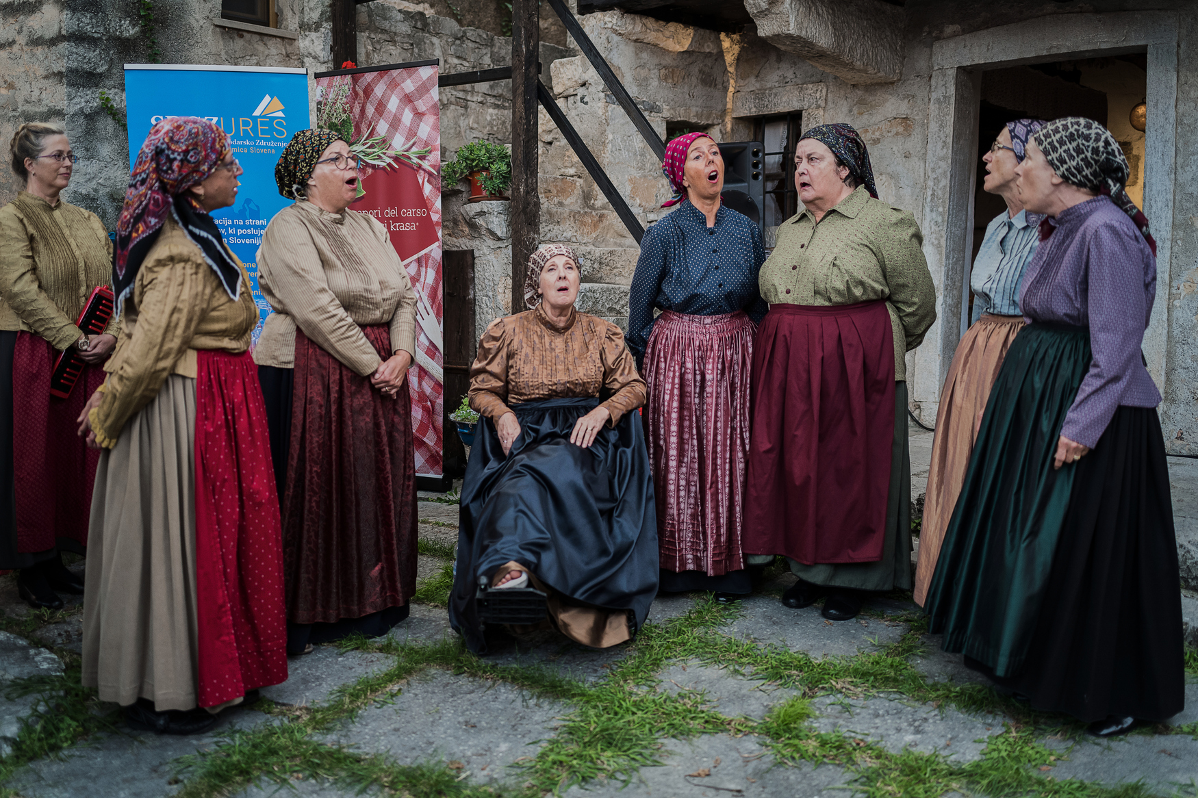 Radivoj Mosetti, Italia: Opening of Karst Wedding Traditional Event, Repen Village, 2018, A Hundred People – Women from the Valley, Italy - Women from the Valley is a Slovenian cross-border singing group from Trieste folklore society Stu ledi (A Hundred People). While choir members feel best when performing on concert stages, folk singers love to sing outdoors in the villages and nothing can stop them at such lovely events.